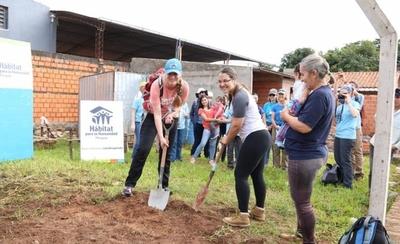 HOY /  Mujeres que construyen su  propia casa: cuando la voluntad  motoriza el sueño de la vivienda