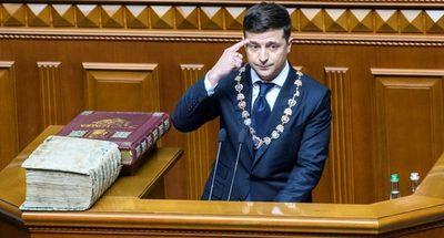 Zelenski asumió la presidencia y disolvió el Parlamento en Ucrania