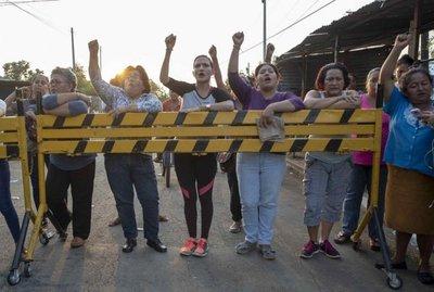 Gobierno de Nicaragua manda a arresto domiciliario a 100 detenidos en protestas