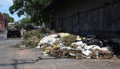 Calles de Asunción se inundan de miniverterderos