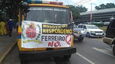 HOY / Bomberos voluntarios escrachan a Mario Ferreiro