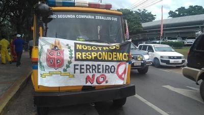 Bomberos Voluntarios escrachan a Mario Ferreiro