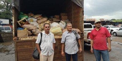 Indígenas y campesinos donan alimentos a damnificados