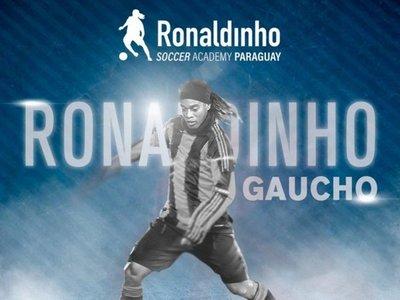 Ronaldinho llega al país para inaugurar su Clínica de Fútbol