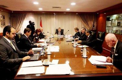 """Por mayoría """"cantada"""", Corte eligió ayer a Segovia como titular del MDP"""