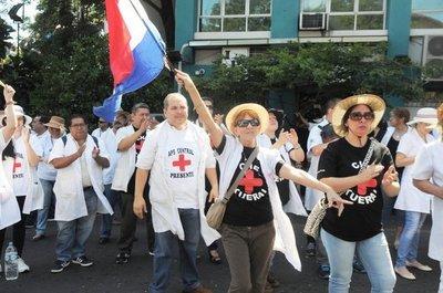 Médicos anuncian huelga nacional tras veto parcial a la ley de jubilación