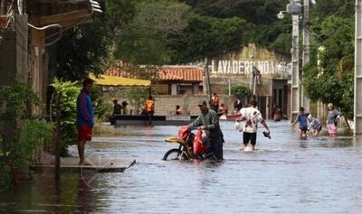 HOY / Crecida del río no da tregua y pilarenses anhelan que se haga realidad defensa costera