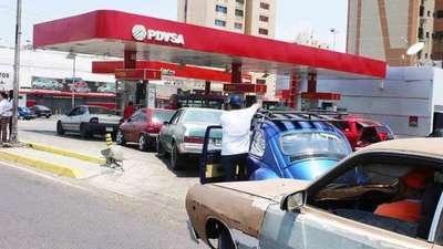 Venezuela sin gasolina ni dinero y suspenden clases