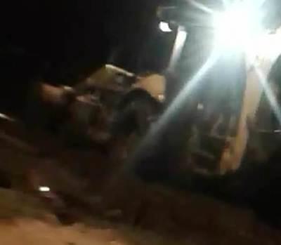 Bajo lluvia y de noche máquina opera, tras acción de escolares y docentes (video)