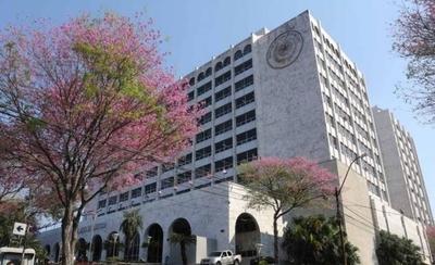 HOY / 'Hospital' en Poder Judicial: 39  funcionarios ya son muchos,  afirma ministro, pide recorte