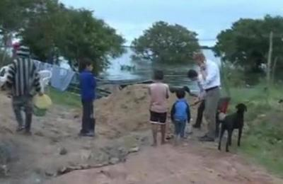 Crecida de las aguas amenaza a familias en Pilar
