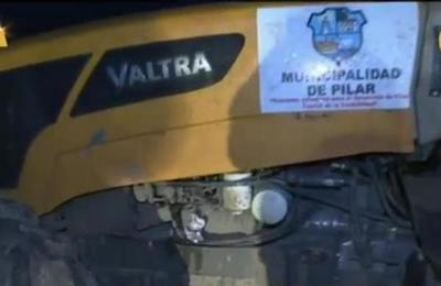 Desconocidos atentan contra tractor de la municipalidad en Ciudad de Pilar