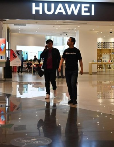 Panasonic suspendió negocios con Huawei