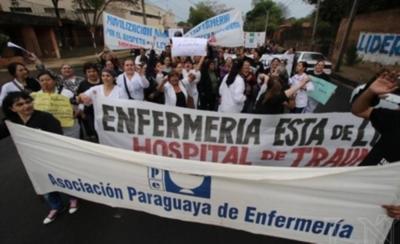 Enfermeros anuncian movilización