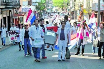 """Jubilación a médicos: Con reforma podrían """"alejar"""" un déficit"""