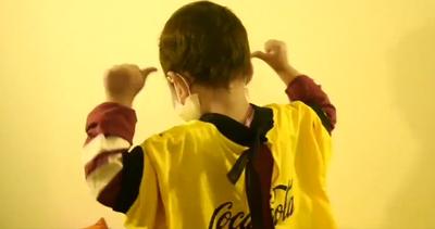 Transforman camisetas en batas para pacientes con cáncer y leucemia infantil