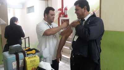 Vacunación contra la influenza en tribunales de Ciudad del Este