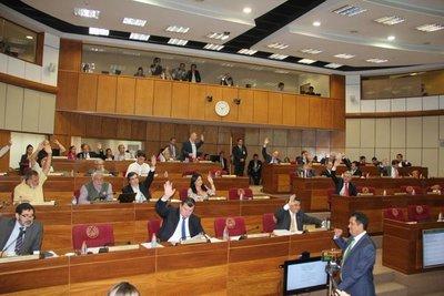 Senado también rechaza veto del Ejecutivo sobre jubilación de médicos