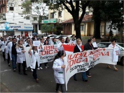 Senado rechaza veto de Marito y médicos se jubilarán con 30 años de aporte