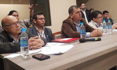 Gobernador de Caazapá rinde informes a la Junta Departamental