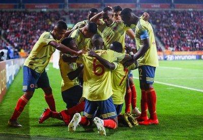 Colombia sorprende a Polonia