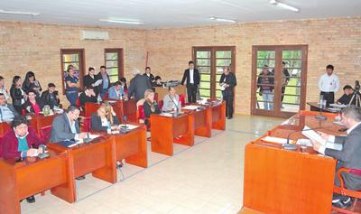 Junta aprueba denuncia contra Prieto en Diputados y Contraloría