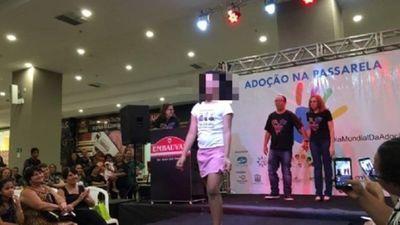 Desfile de niños en adopción causa repudio en Brasil