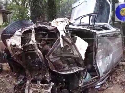 Camioneta blindada, involucrada en masacre, protagonizó aparatoso accidente