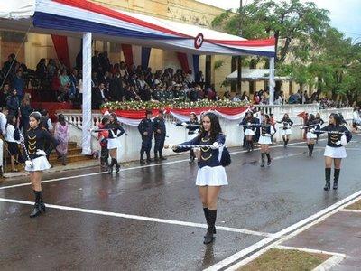 Piden a intendente no subir al palco durante desfile estudiantil