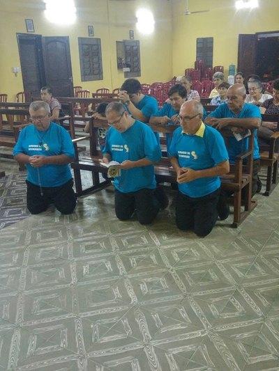 Se unen para conmemorar a la Virgen y rezar por mejorar sus comunidades