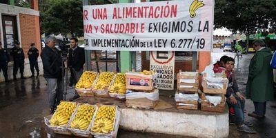 Levantan protesta por reclamo de inclusión de banana en merienda escolar