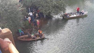 Auto cayó al río Yguazú  tras roce en puente po'i