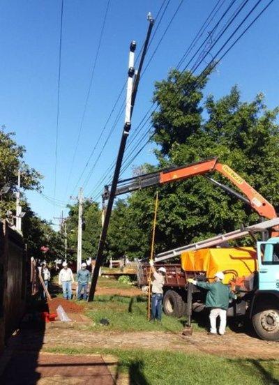Realizan mantenimiento del tendido eléctricoen Carapeguá