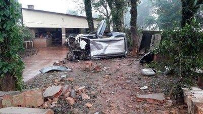 Camio blindada se hizo puré por un yvyramáta