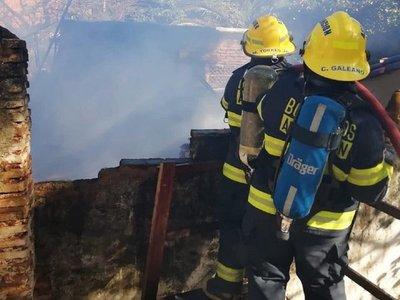 Organizan feria de comidas para colaborar con bomberos