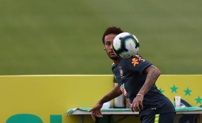 HOY / Neymar muestra ganas y alegría en su primer entrenamiento con Brasil