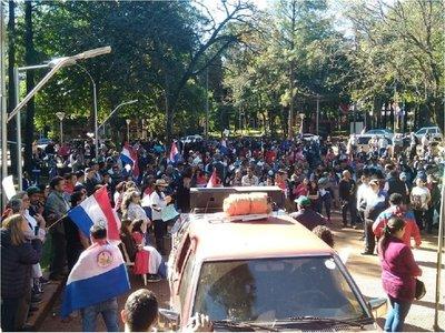 Se movilizan contra amenazas de destitución de Miguel Prieto