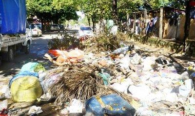 "Basura y calles destrozadas ya son ""tradición"" en cada barrio asunceno"