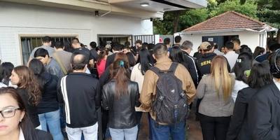 HOY / Antidrogas paran en protesta contra estudiante que gana G. 14 millones