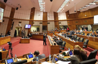 """Eliminación de jubilación de parlamentarios """"no es 100% justa"""", dice diputado"""