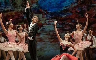 Bailarín paraguayo brilla en el ballet del Teatro Colónde Buenos Aires