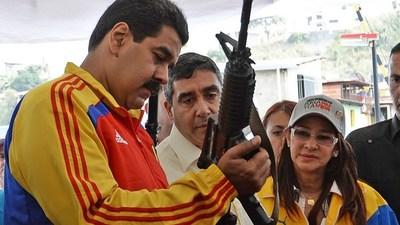 Maduro destinará 7 millones de dólares a la fabricación de las subametralladoras