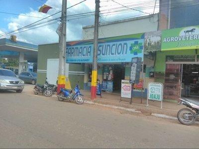 Motochorros asaltan farmacia en Horqueta