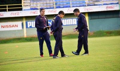 Torres renovó con Luqueño