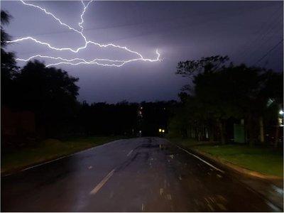 Rige alerta de lluvias y tormentas para 5 departamentos