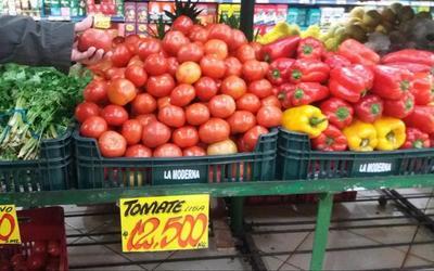Tomates de oro: son comercializados hasta 15.000 guaraníes por cada kilo