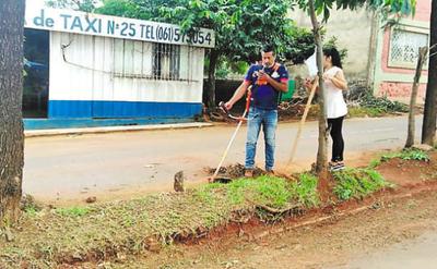 Voluntarios se organizan para limpiar barrio de Ciudad del Este
