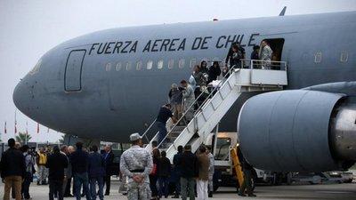 Asisten a dos connacionales para que retornen de Venezuela