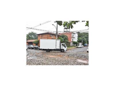 Desvío por obra de hormigón destrozó calle Pastor Filártiga