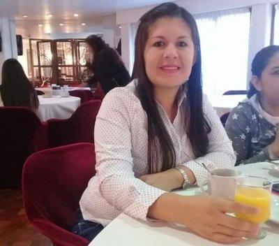 Madre sospecha de la pareja y los policías